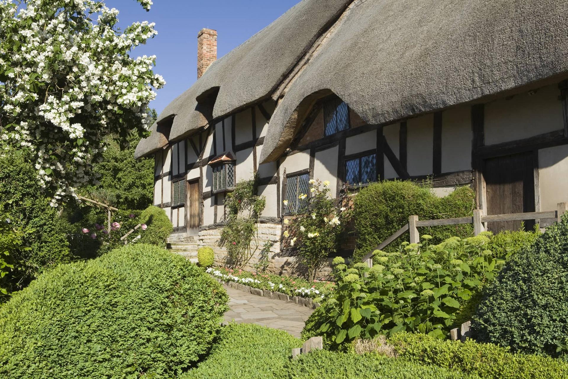 Anne Hathaway cottage, exterior